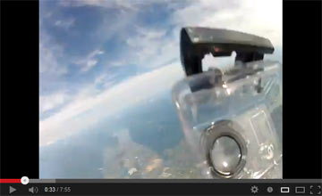 GoProがハウジングから飛び出す瞬間