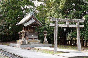 ちょっと曇った日の神社