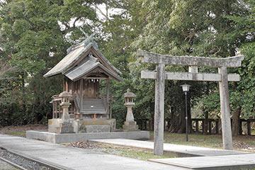 先の神社の共用施設写真と同じ設定で撮った写真