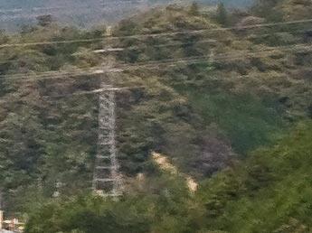 70mmのレンズはじっこに写ってた鉄塔