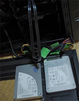 パソコンのケースに換気扇フィルターを貼る
